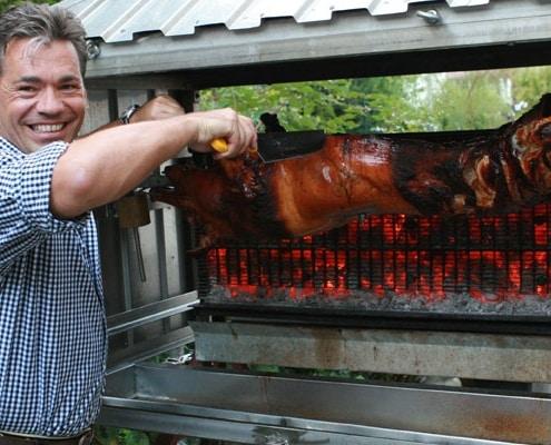 Spanferkel vor Ort - Andreas Sommerkorn grillt